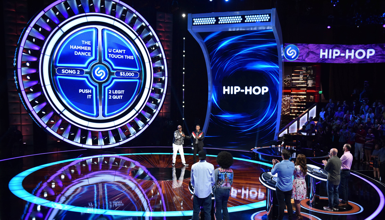 BEAT SHAZAM:  L-R: Special guest MC Hammer and host Jamie Foxx in BEAT SHAZAM airing Thursdays (8:00-9:00 PM ET/PT) on FOX. CR: Michael Becker / FOX. © 2017 FOX Broadcasting Co.