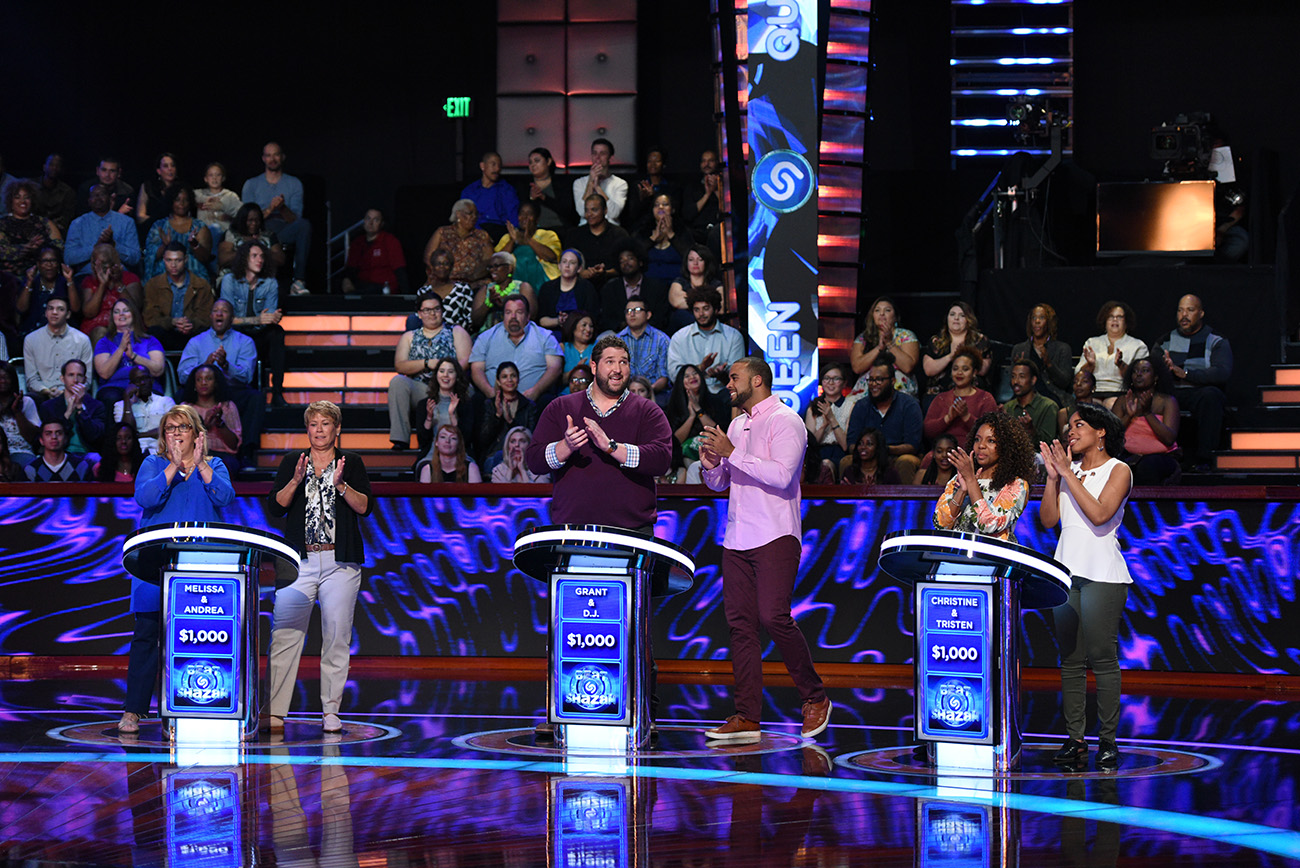 "BEAT SHAZAM: L-R: Jamie Foxx with contestants in the all-new ""Episode Two"" episode of BEAT SHAZAM airing Thursday, June 1 (8:00-9:00 PM ET/PT) on FOX. © 2017 FOX Broadcasting Co. CR: Michael Becker / FOX."