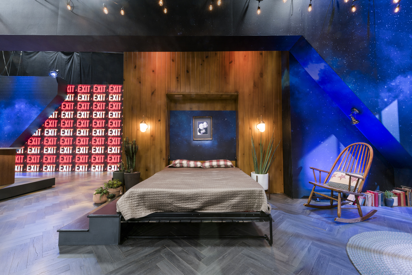 ncs_i-love-you-america-sarah-silverman-scenic-design-couch_0002