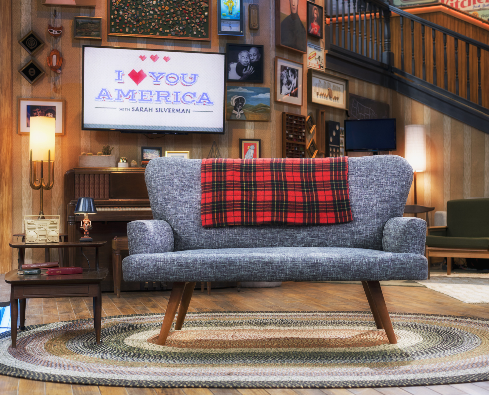 ncs_i-love-you-america-sarah-silverman-scenic-design-couch_0004